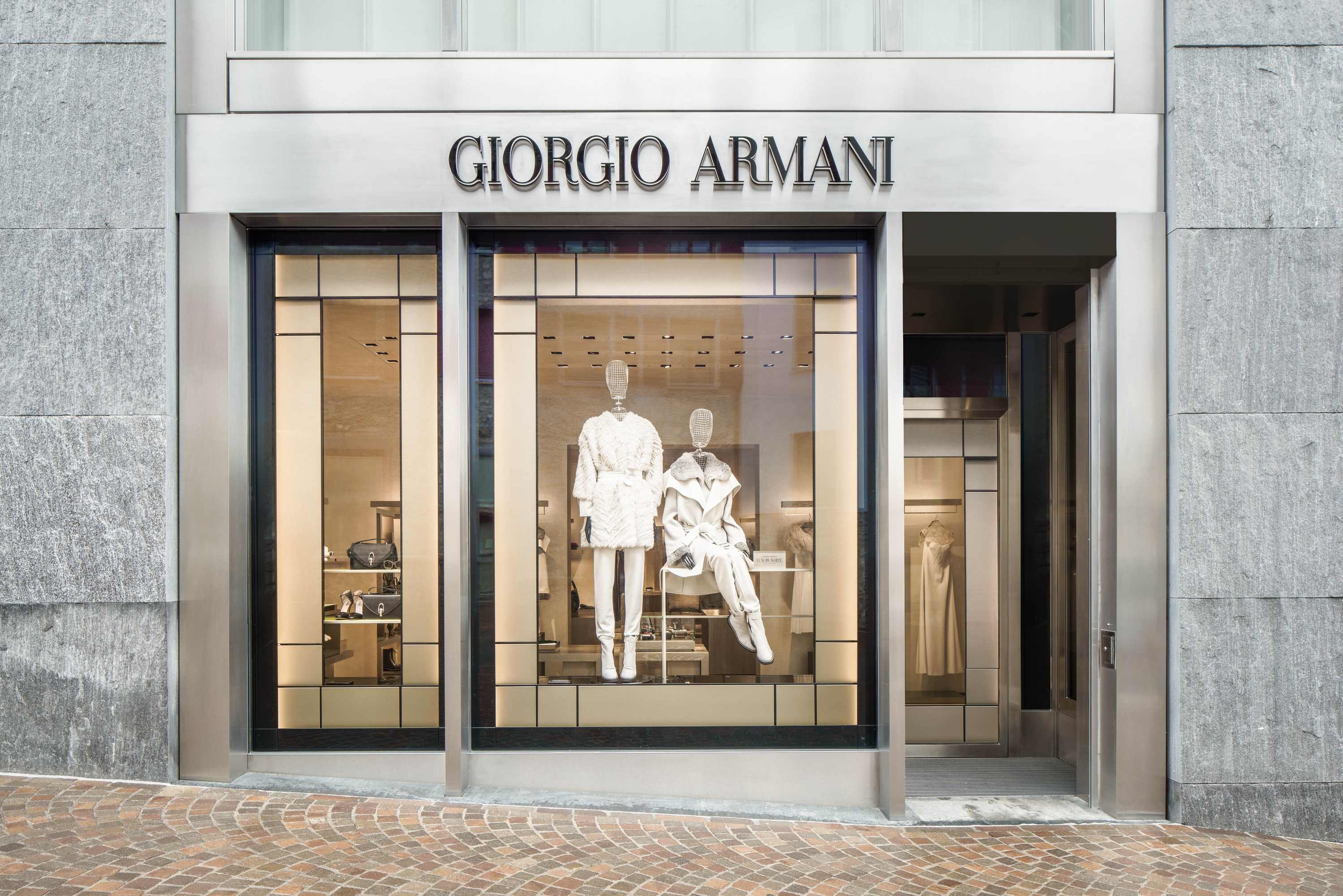 prima boutique giorgio armani a st moritz. Black Bedroom Furniture Sets. Home Design Ideas